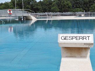 Im Schwimmbad - Corona gesperrt
